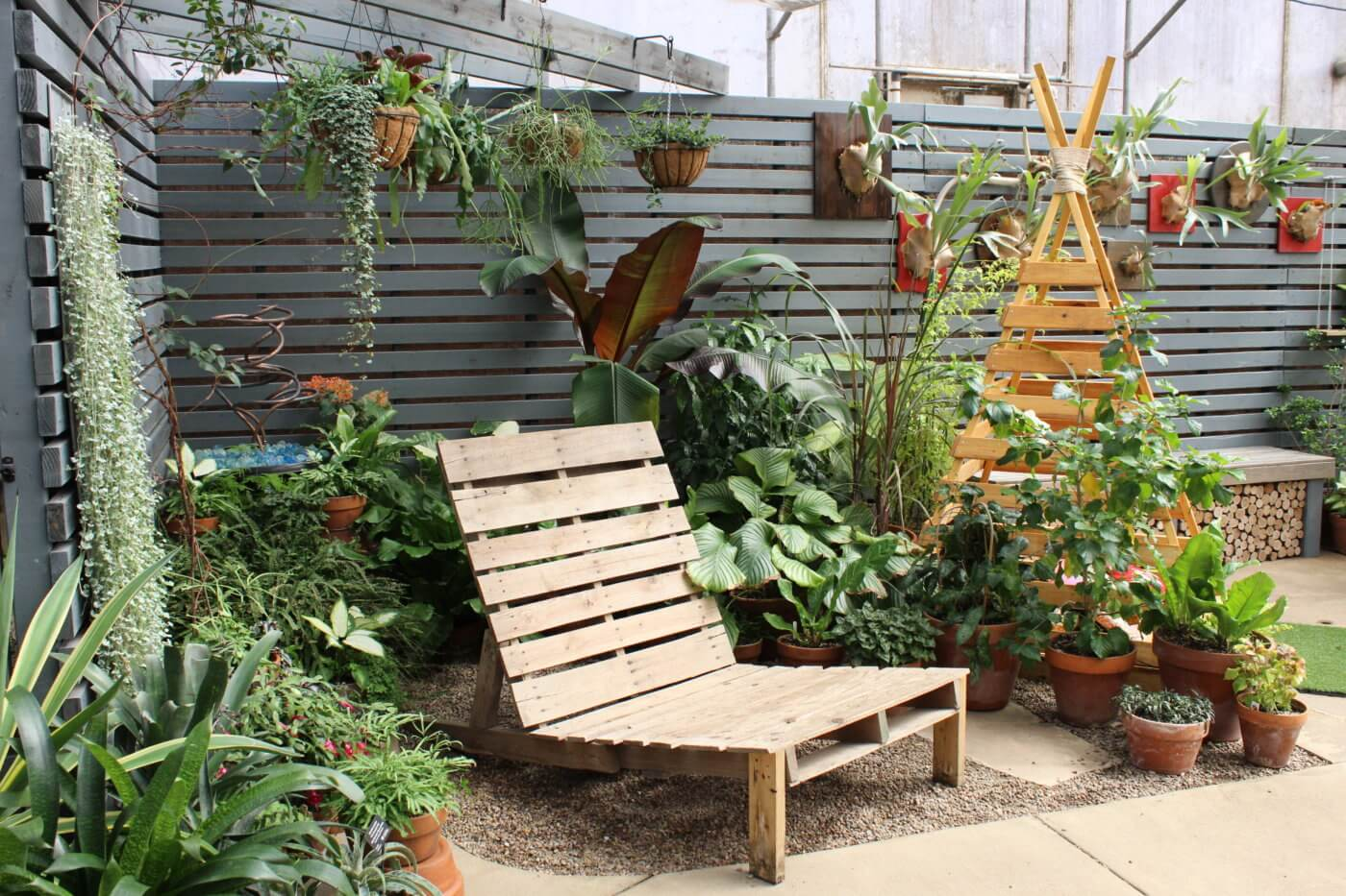 An inviting seat surrounded by plants and a trickling water feature in the Gardeners Show House.
